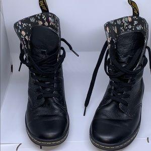 Dr. Martens Stratford size 6 black boots